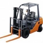 Lưu ý sử dụng xe nâng hàng khi công nhân làm việc trên cao