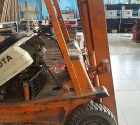 Đại tu máy xe nâng cho khách hàng