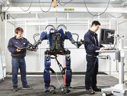 Hãng xe nâng Huyndai chế tạo rô bốt như Iron Man !