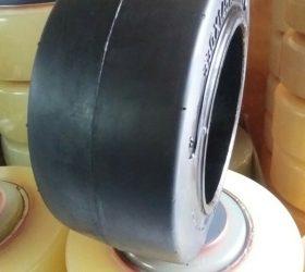 Bọc bánh xe nâng điện giá rẻ nhất Bọc bánh xe nâng hàng Toyota, Nichiyu, TCM, Nissan...