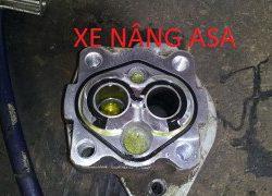Sửa chữa máy bơm thủy lực xe nâng!!Xe nâng Toyota 7 FD 25
