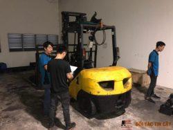 nhân viên asa khảo sát sơ bộ xe nâng