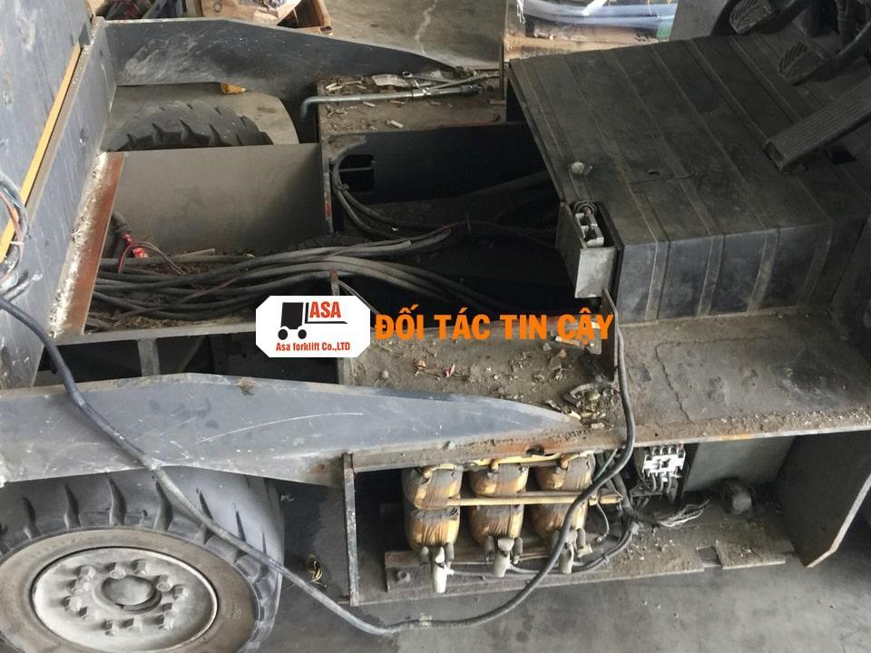 Hình ảnh thực tế khi nhân viên Asa tiến hành sửa chữa xe
