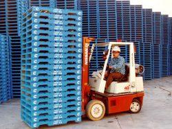 Pallet nhựa chủ yếu được làm từ nhựa PET tái chế hoặc nhựa HDPE