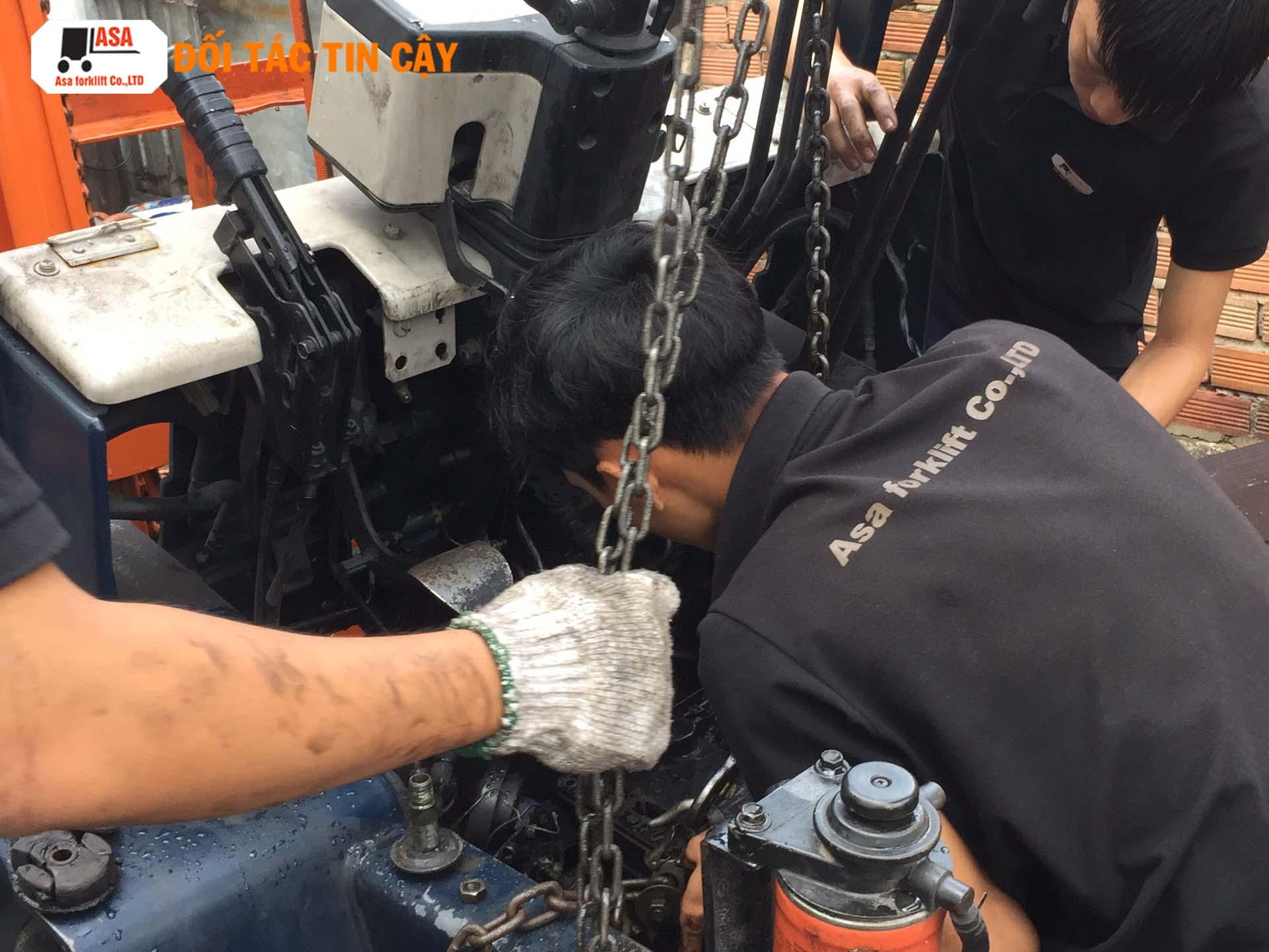 Công ty Asa còn cung cấp dịch vụ sửa xe nâng dầu tại TP. HCM