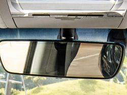 Kính chắn gió là khung kính to được thiết kế đặt phía trước của xe