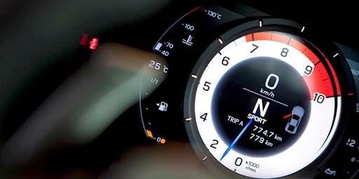 Theo dõi vòng tua để chúng ta có thể điều chỉnh chế độ lái phù hợp
