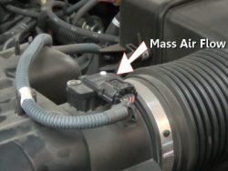 Xe chạy không đều, động cơ khi hoạt động sẽ không êm hoặc xe có thể không chạy được nếu sensor lưu lượng khí nạp hư hỏng