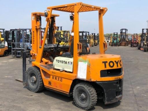 Xe nâng toyota 2,5 tấn chạy bằng động cơ diesel
